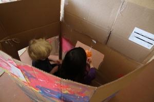 La maison est en carton Pirouette, cacahuète La maison est en carton Les escaliers sont en papier Les escaliers sont en papier